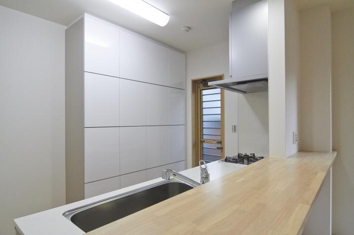大容量の収納、キッチンウォールキャビでごちゃつくキッチンもスッキリ!