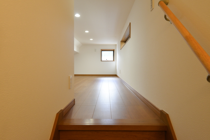 固定階段付き小屋裏