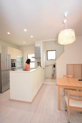 キッチン・リビング階段